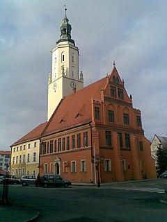 Namysłów - Ratusz (fot. Wikipedia, autor: Zenomantis, public domain)