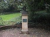"""Bronzene Büste[1] in """"Reichardts Garten"""", Halle (Quelle: Wikimedia)"""