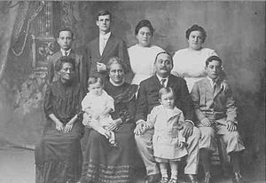 Robert Napuʻuako Boyd - Robert Napuʻuako Boyd and his family