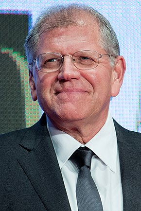 "Robert Zemeckis won for his direction of Forrest Gump (1994). Robert Zemeckis ""The Walk"" at Opening Ceremony of the 28th Tokyo International Film Festival (21835891403) (cropped).jpg"