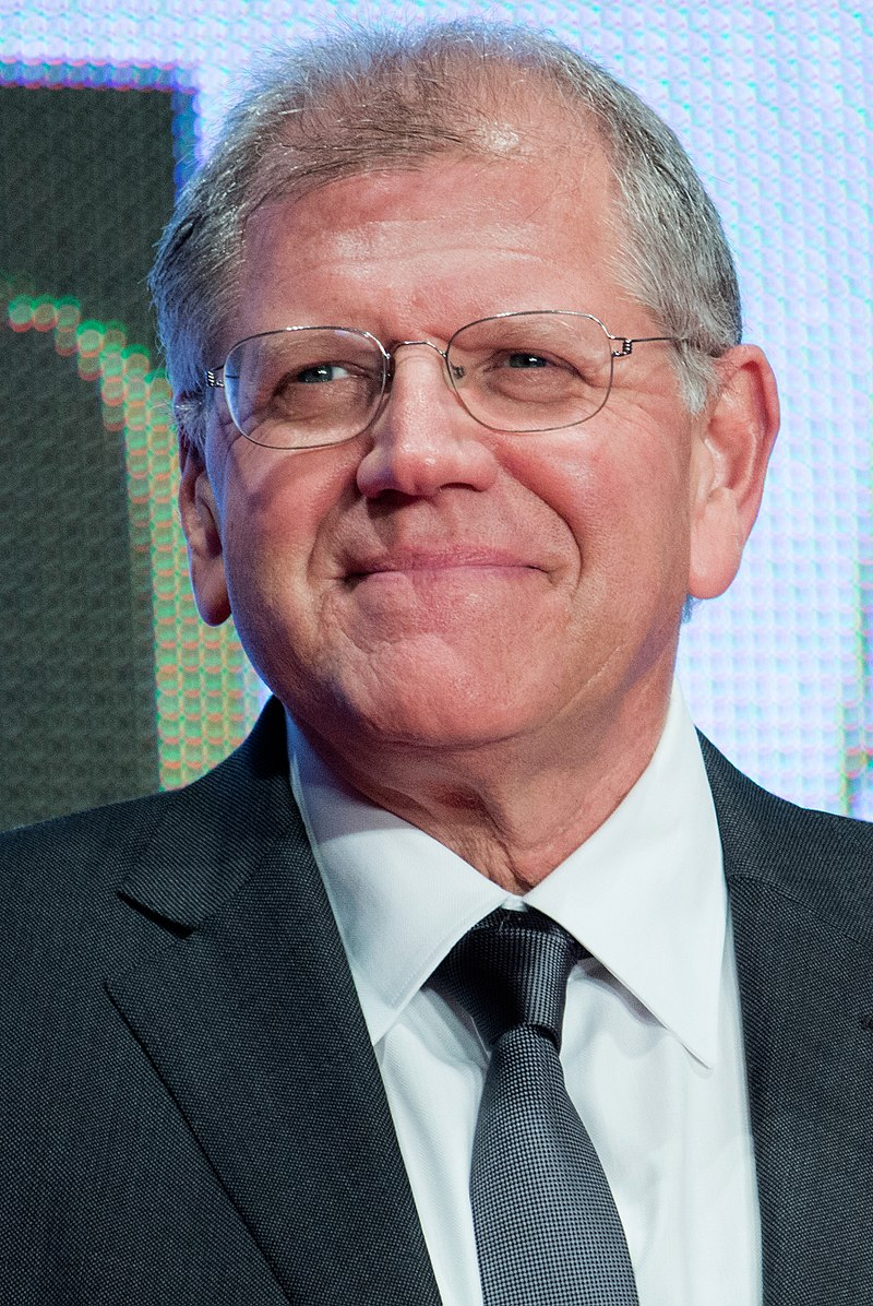 Robert Zemeckis %22The Walk%22 at Opening Ceremony of the 28th Tokyo International Film Festival (21835891403) (cropped).jpg