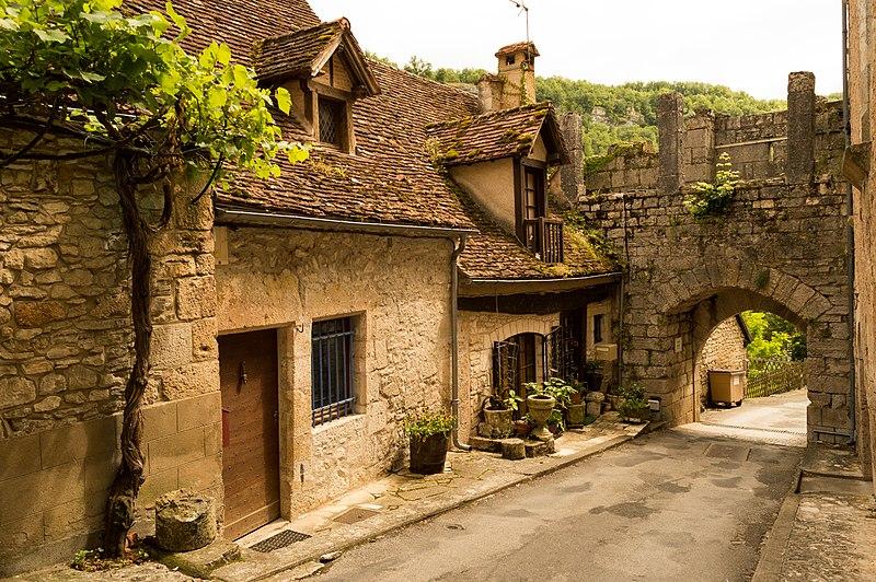 File:Rocamadour's Porte Basse.jpg