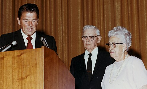 Ronald Reagan with Walter and Cordelia Knott at the celebration of Knotts' 60th Anniversary in 1971
