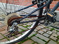 Rusty bike chain 01.jpg
