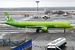 S7 Airlines, VQ-BQJ, Airbus A321-211 (27680736129).jpg