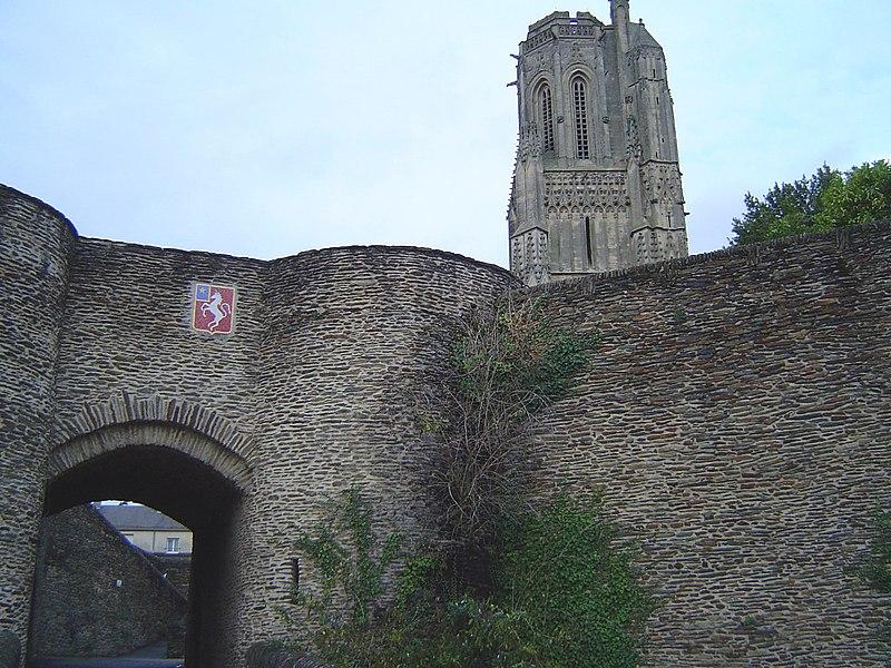 Pretty image of Saint Lô (coat+Notre Dame church)