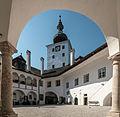 Schloss Ort Innenhof 1.jpg