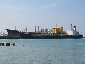Ships in Tuapse port (2003-07-061).jpg