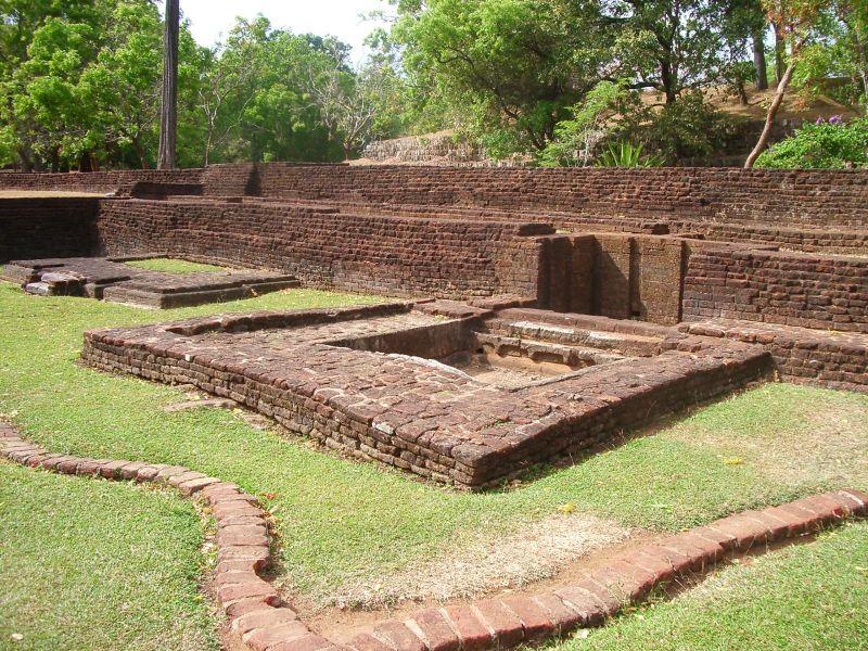 File:Sigiriya-palau inferior1.jpg