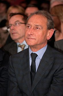 Bertrand Delanoë at a political rally held in Paris by the Socialist Party for the 2007 French legislative elections.
