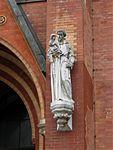 St. Johann Baptist Statue am Haupteingang Haidhausen-4.jpg