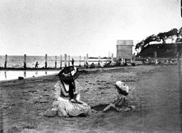 StateLibQld 1 115956 Woman and child sitting on the beach at Sandgate, Brisbane, ca. 1907
