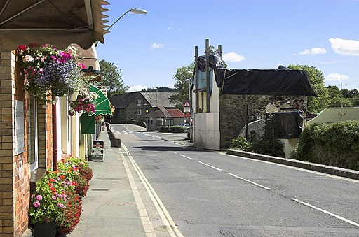 Station Road, Bovey Tracey - geograph.org.uk - 1992835