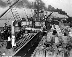 Gulfport, Mississippi - Steamer loading resin in Gulfport, 1906