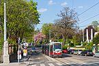Straßenbahnlinie 37 in der Haltestelle Barawitzkagasse, 09.04.2017.jpg
