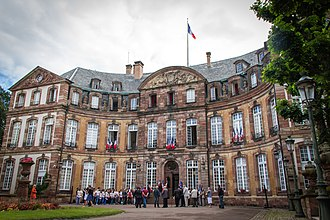 Hôtel de Klinglin - Image: Strasbourg Ancien Hôtel Klinglin dit Petit Broglie cour d'honneur juin 2013