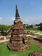 Stupa at Wat Ratchaburana, Ayutthaya.jpg