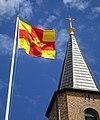 Svenska kyrkans flagga Smögens kyrka 1.jpg