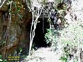 Túnel abandonado da antiga Estrada de Ferro Maricá - panoramio.jpg