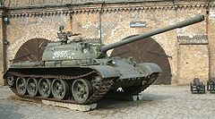 Czołg T-55 jako eksponat w Muzeum Uzbrojenia w Poznaniu(przód·tył·detal)