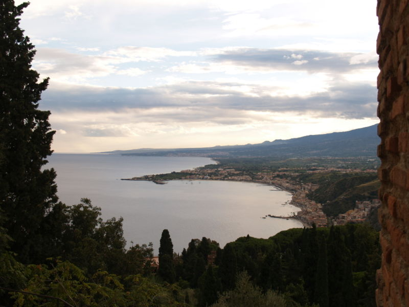 Datei:Taormina view south.jpg