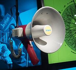 Animer votre société avec les ressources d'ArkéoTopia / Tawakkol Karman's megaphone CC BY-SA Rhododendrites