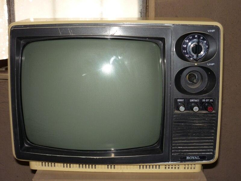 Televisión pequeña blanco y negro