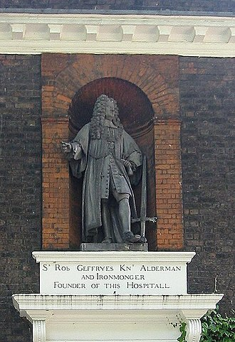 Robert Geffrye - The statue of Geffrye at the Geffrye Museum, after an original by John Nost