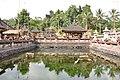 Tirta Empul temple (16435530914).jpg