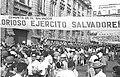 Tropas que regresan de la guerra en lo que hoy se conoce como El Bolevar de los Héroes, en San Salvador.jpg