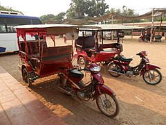 Tuk tuks at Kratie - panoramio.jpg