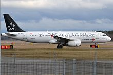 Turkish Airlines (Star Alliance livery), TC-JPE, Airbus A320-232 (16791463639).jpg