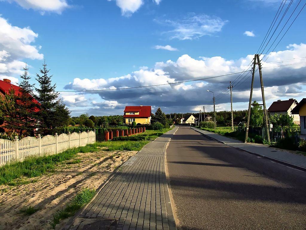 1024px-Ulica_Polna_na_wysoko%C5%9Bci_Wi%C5%9Bniowej.jpg
