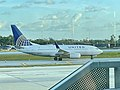 United 737 at Fort Lauderdale Hollywood Airport.jpg