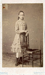 Unknown girl by Henneberg.jpg