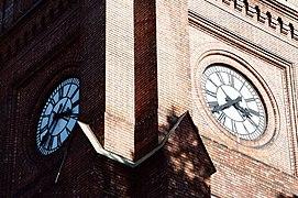 Uranienborg kirke 2011 two clocks.jpg