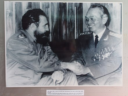 Fidel Castro meeting with Vo Nguyen Giap at the Vietnam Military History Museum Vietnam Military History Museum (12035733963).jpg
