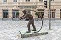 Villach Hanns Gasser Platz Bronzeskulptur Feuerwehrmann 26062018 3683.jpg