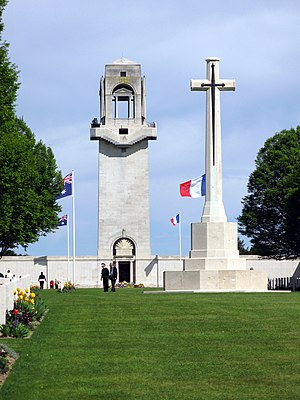 Villers–Bretonneux Australian National Memorial - Image: Villers Bretonneux mémorial australien (tour et croix) 1