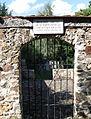 Vlachovo Březí (okr. Prachatice), židovský hřbitov, vstupní brána, od jihu.JPG