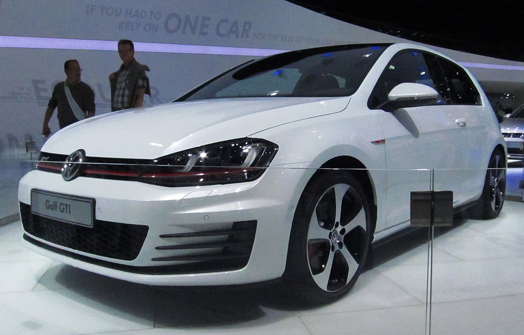 file volkswagen golf vii gti front quarter white jpg wikimedia commons. Black Bedroom Furniture Sets. Home Design Ideas