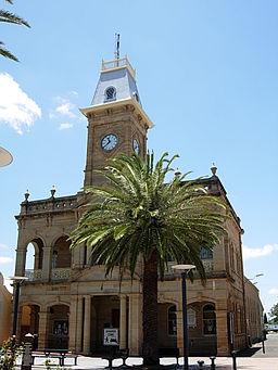 Warwick Queensland Town Hall (2104482620).jpg