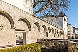 Wernberg Klosterweg 2 ehem. Schloss Wernberg Hofaußenmauer Teilansicht 06122016 5513.jpg