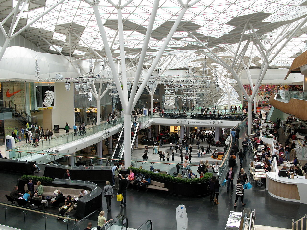File Westfield London Main Atrium 2009 Jpg Wikimedia Commons