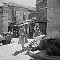 Winkelstraat met winkelende vrouwen, Bestanddeelnr 255-0415.jpg