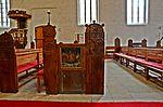 Wismar, Heiligen-Geist Bestuhlung mit beschnitzten Wangen 3.JPG