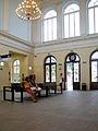 Wnętrze dworca w Brzegu -poczekalnia.sienio.jpg
