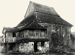 Wooden synagogue in Minkivtsi.jpg