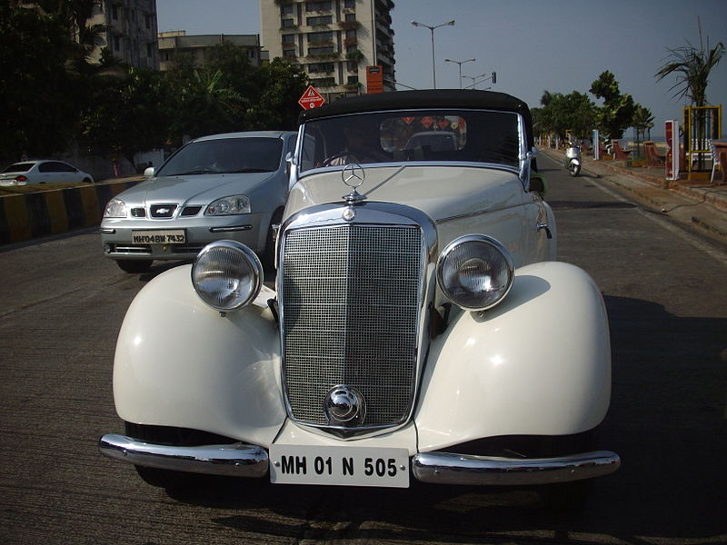 File:'Classic vintage Mercedes Benz' at 'Mumbai vintage car rally-2010'.jpg