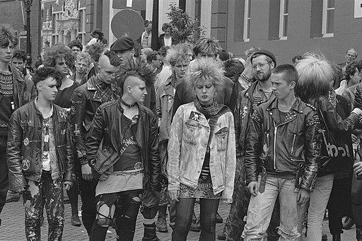 'Doe wat festival' in Deventer (festival van actiegroepen) deelnemers aan een d, Bestanddeelnr 933-0117